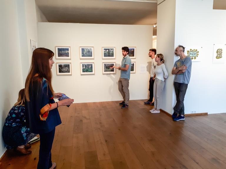 Tárlatvezetés a Város vs. természet kiállításon az FKSE-vel