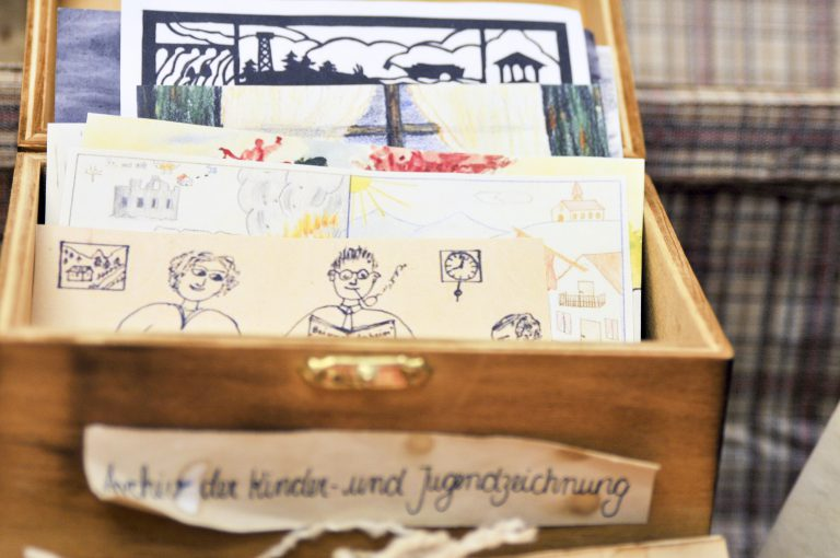 Museum in a Coffer – Telling Histories of Child Art