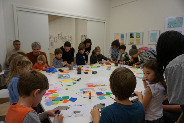Let's go to Deák17 Gallery! On weekdays with schoolmates, on weekends with my family!