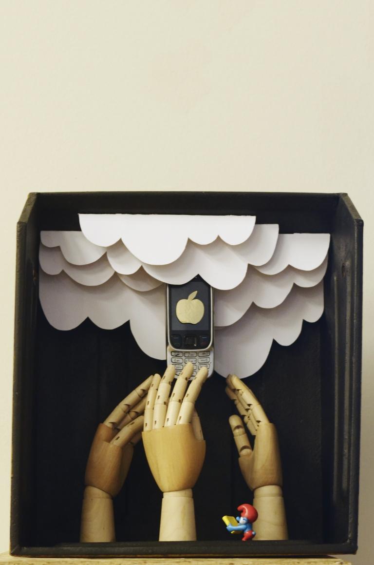 MEGHOSSZABBÍTVA! – Facebook, lájkok, szelfik…köztünk élő társas magány