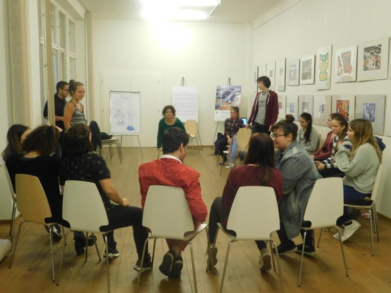 A Szóda Műhely bloggereinek képasszociációi az It's Always Tea-Time kiállításról